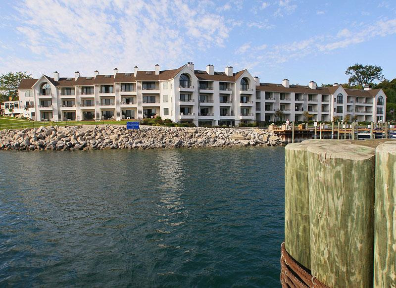 Edgewater inn suites visit charlevoix michigan for The edge water