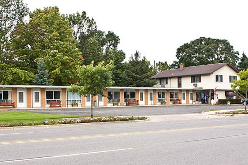 villa moderne motel visit charlevoix michigan charlevoix the beautiful